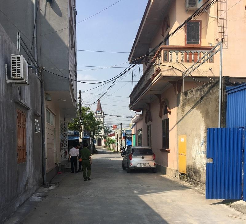Lối ngõ nhà chị Nhung, đối tượng sử dụng đưa chiếc xe trộm cắp ra ngoài