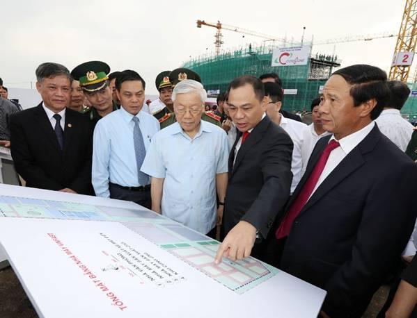 Trong chuyến thăm Nhà máy VINFAST, Tổng Bí thư Nguyễn Phú Trọng đánh giá cao quyết tâm của Tập đoàn Vingroup khi đột phá vào lĩnh vực công nghiệp ô tô.