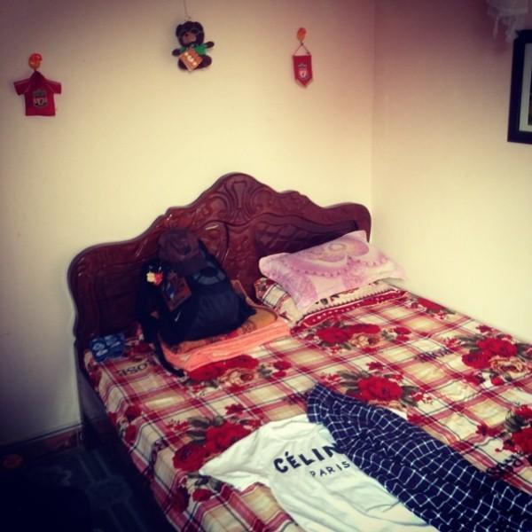 Đây chính là phòng ngủ của đội trưởng Xuân Trường. Anh chàng gọi đây là góc nhỏ thân thương nhất, là nơi anh ngủ ngon nhất chứ không phải là những căn phòng sang trọng xa hoa ở nước ngoài.