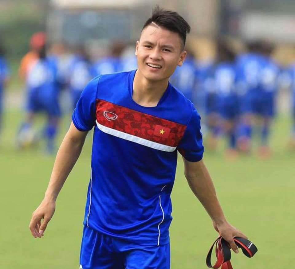 Nguyễn Quang Hải (SN 1997), tiền vệ trẻ của đội tuyển bóng đá U23 Việt Nam. Sau khi ghi 2 bàn thắng vào lưới đội bạn, anh trở thành