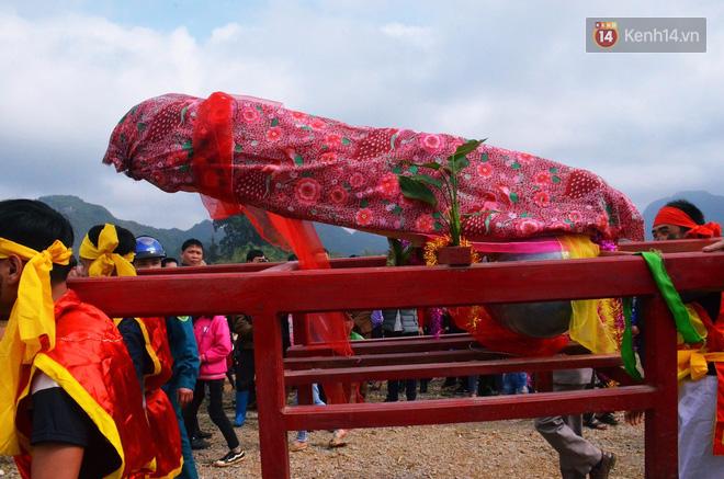 Tàng thinh năm nay do các bô lão tự làm, làm bằng gỗ dồi, nặng 50kg