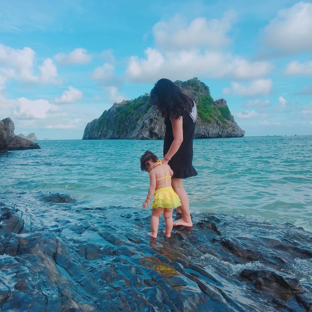 Cảnh sắc trong xanh ở biển đảo Cát Bà. (Ảnh: Ph.phg2211)