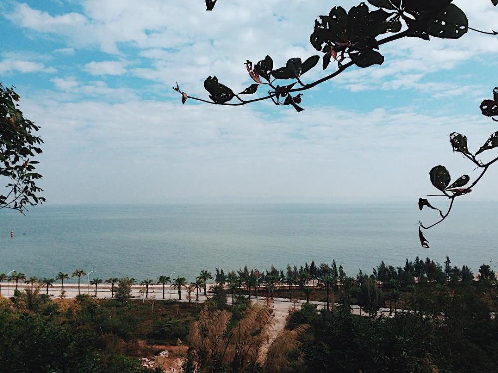 Ngắm biển Đồ Sơn thơ tình từ trên cao. (Ảnh: @khunglongantap_spl)