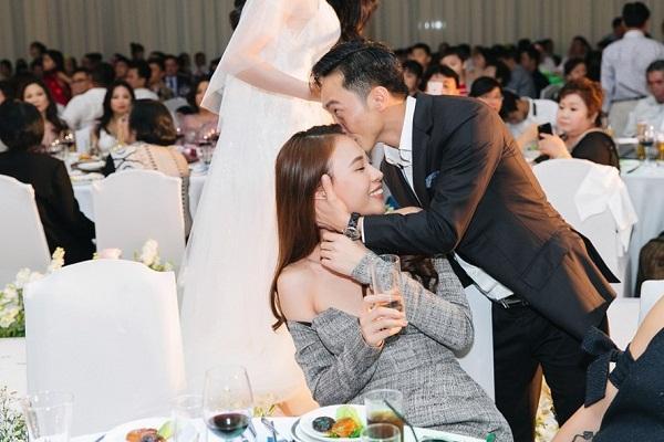 Cường Đô La và Đàm Thu Trang không ngần ngại tình tứ