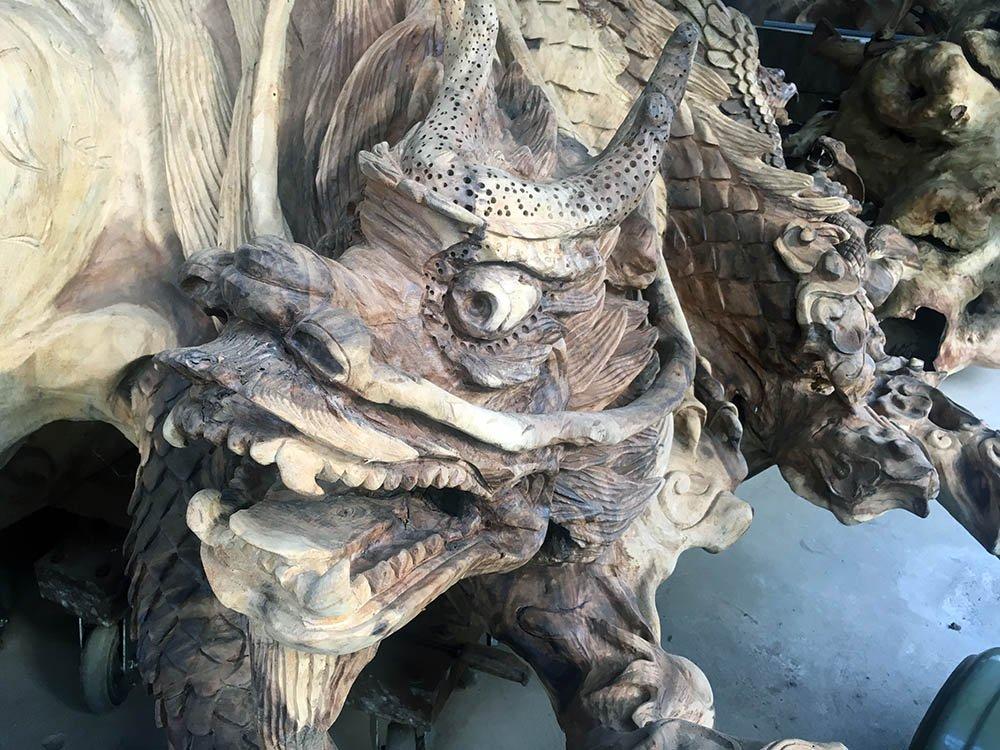 Đầu rồng ở một nhánh rễ khác