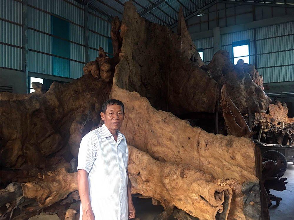 Do gốc cây rất có hình dáng độc, lạ nên ông Kiên muốn tạo ra một tác phẩm để mọi người cùng chiêm ngưỡng.Để bảo quản bộ rễ cây, ông Kiên đã đầu tư hơn nửa tỷ đồng để mua thuốc xử lý chống mối mọt.