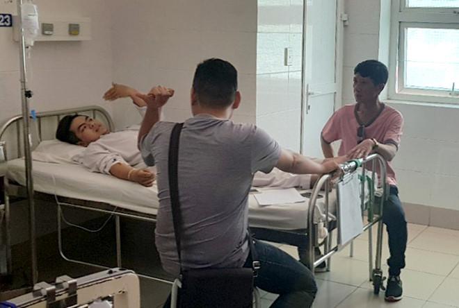 Huy đang được điều trị tại bệnh viện. Ảnh: Lê Trai