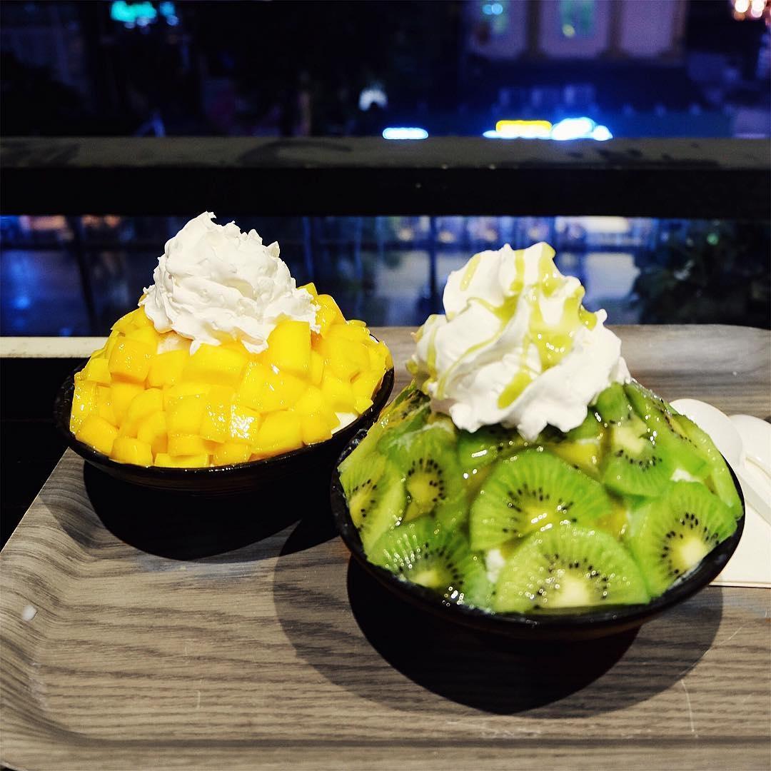 Thực khách khi thưởng thức Bingsu sẽ cảm nhận được đá bào mát lạnh, mềm mịn tan ngay trong miệng với vị ngọt thanh của trái cây. Rất thích hợp cho mùa hè. (Ảnh: dingolong)