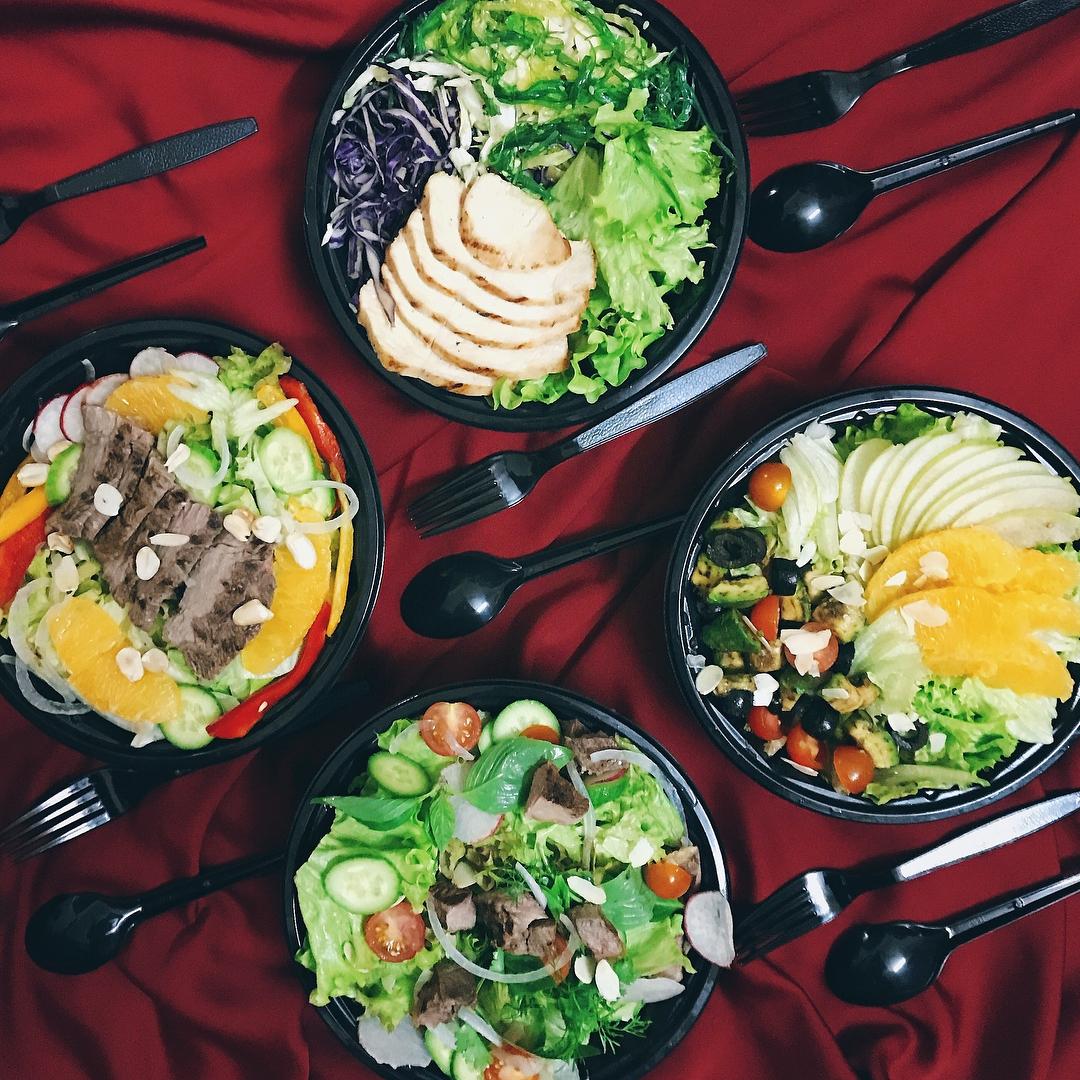 Mỗi món salad thường được bán với giá từ 60.000 - 70.000 đồng. (Ảnh: trangpizaa)