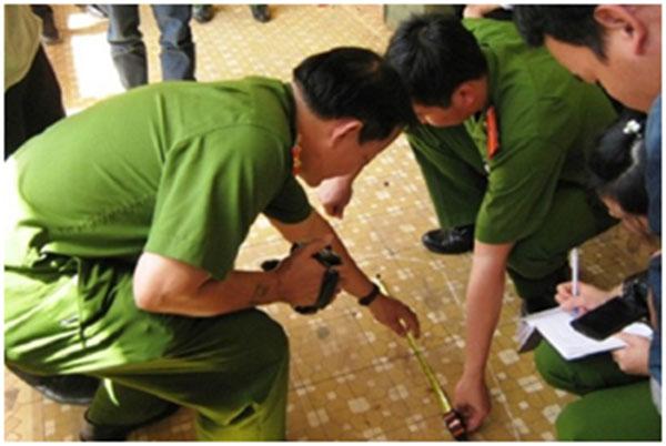 Công an Bắc Giang khám nghiệm hiện trường vụ án mạng.