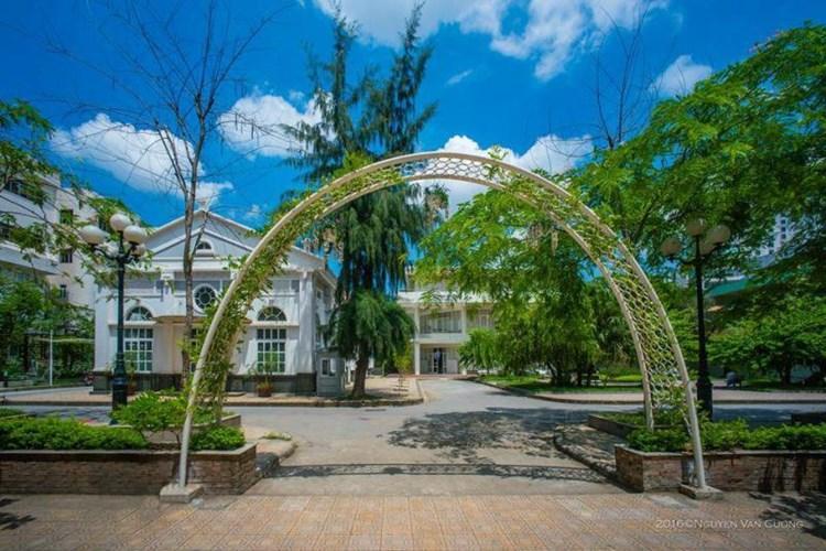 View sống ảo ở khu nhà D Đại học Văn hóa chẳng khác gì một công viên