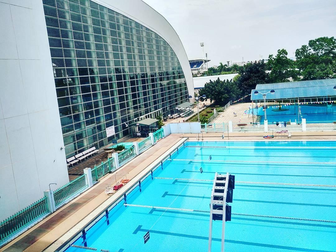 Bể dài, mùa hè nước lạnh như nước suối, không gian rộng rãi,… thực sự là địa điểm lý tưởng cho những ai muốn thử sức bơi lội. (Ảnh: chimdien)
