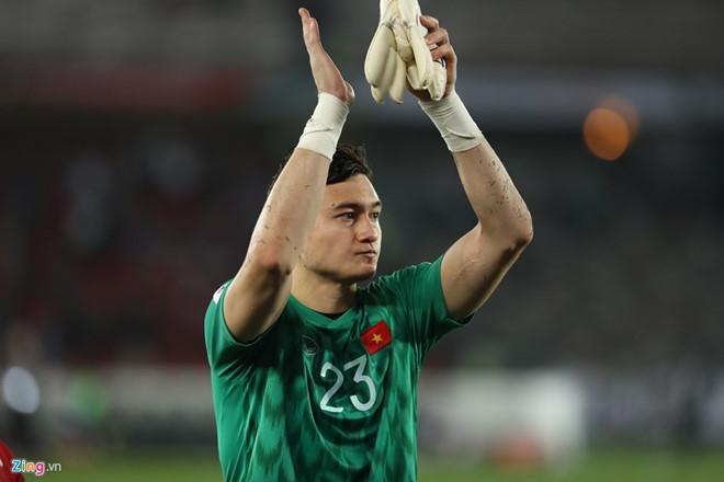 Đặng Văn Lâm và đồng đội chịu trận thua đáng tiếc trước Iraq ở Asian Cup 2019. Ảnh: Minh Chiến.