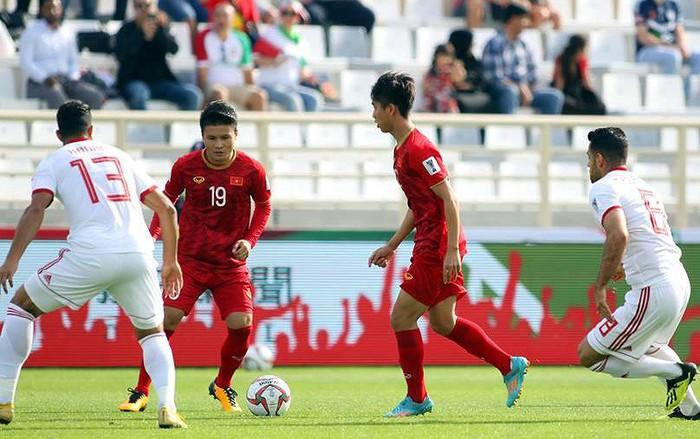 Tuyển Việt Nam dần lấy lại thế trận ở hiệp 2 song không thể chọc thủng lưới đội bóng mạnh nhất châu Á thời điểm này (Ảnh: Vietnamnet)