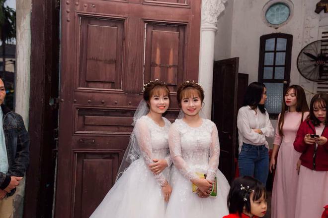 Họ tổ chức đám cưới cùng một ngày