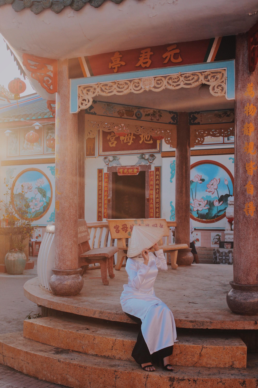 Một bức ảnh đẹp xuất sắc được chụp trong khuôn viên chùa.