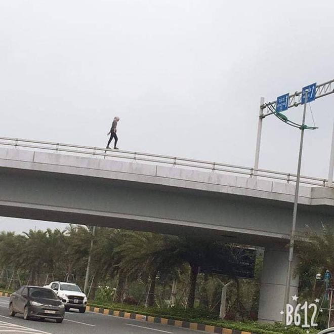 Hình ảnh được cho là của cô gái trước khi được phát hiện rơi từ trên cầu xuống (Ảnh: MXH)