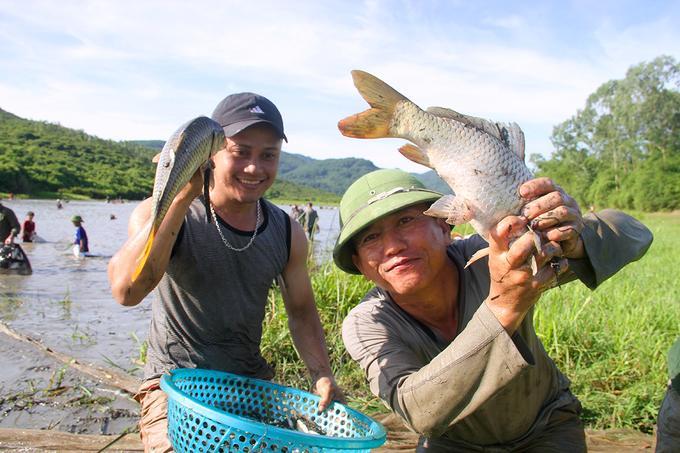 Tuy năm nay cá ít hơn, tuy nhiên nhiều người vẫn đánh bắt được những con cá chép nặng 4-5 kg.