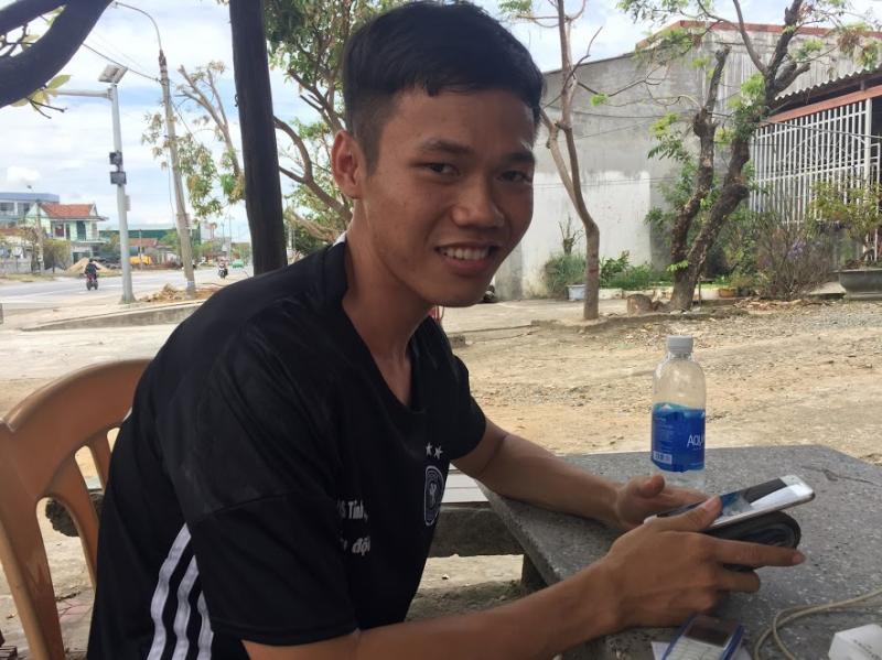 Lưu Thanh Tuấn từ miền Nam xa xôi ra Hà Tĩnh giúp đỡ người dân khắc phục sau bã