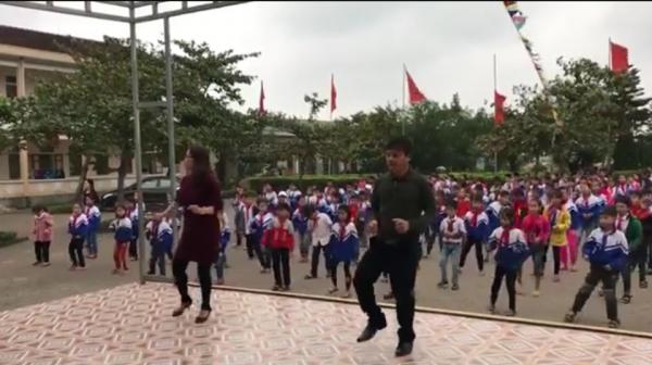 Bài thể dục bằng điệu nhảy Disco trên nền bài hát