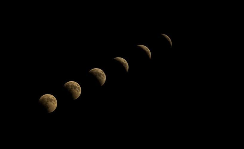 Các pha của Mặt Trăng trong nguyệt thực toàn phần tại Ankara, Thổ Nhĩ Kỳ. Ảnh: Getty.