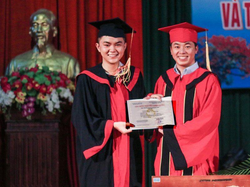 Nguyễn Minh Tuấn là cử nhân Luật học.
