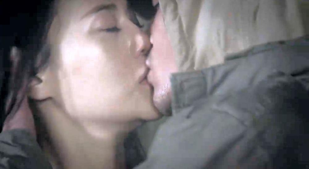 Số đông khán giả muốn nụ hôn Cảnh dành cho Quỳnh nhẹ nhàng và lãng mạn hơn.