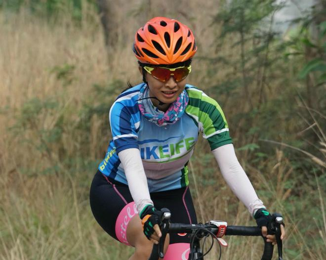 Tố Phương trong một buổi đạp xe.