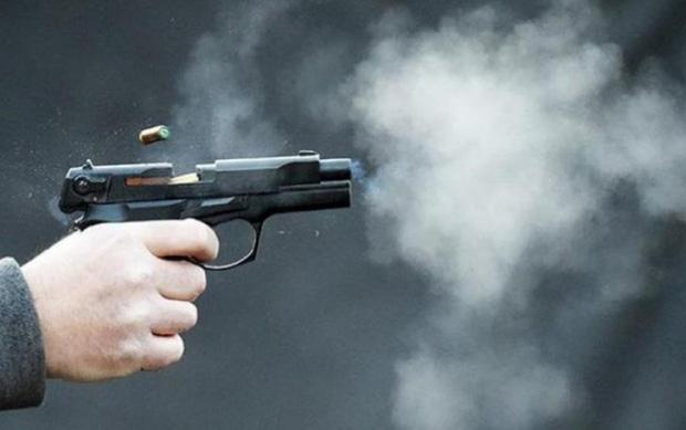 Cầm dao truy đuổi người khác, nam thanh niên bị bắn tử vong. (Ảnh minh hoạ).