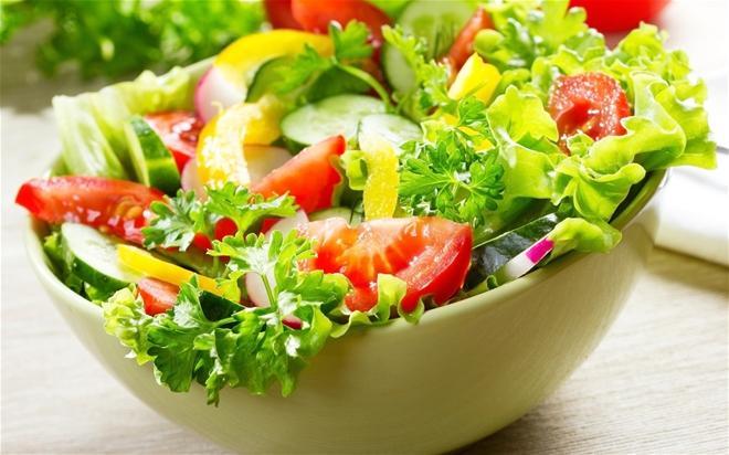 Ngoài nguy cơ bị táo bón, thói quen không ăn rau còn khiến cơ thể đối mặt với các bệnh lý liên quan đến thiếu máu hạ đường huyết. (Ảnh minh họa: Internet).