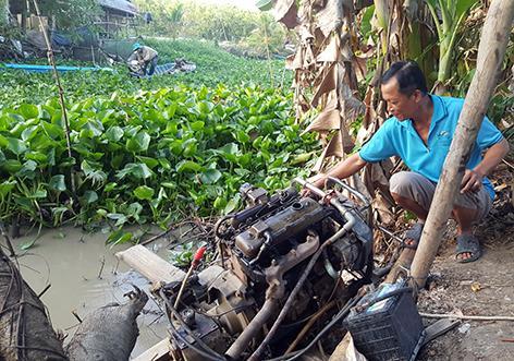 Sau khi trừ hết các khoản chi phí, ông Đặng thu về lợi nhuận khoảng 15.000 đồng/công từ nghề bơm nước thuê.