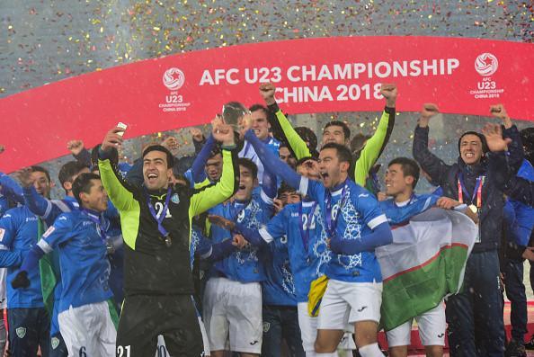U23 Uzbekistan  vui mừng khi nhận cúp vô địch Châu Á.