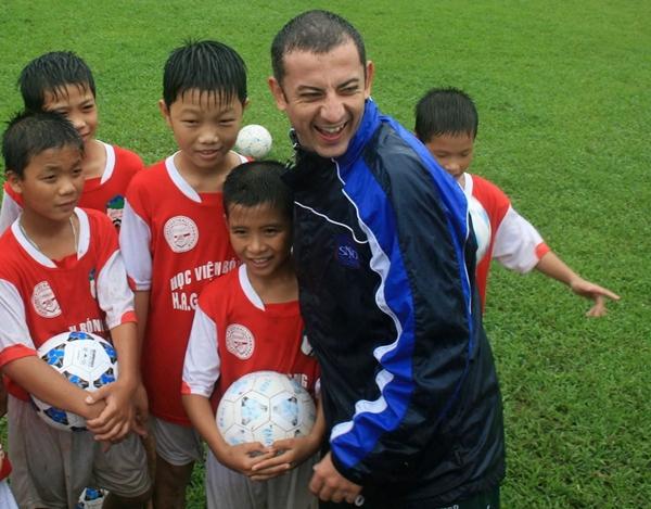 Đôi mắt híp đặc trưng là điểm dễ dàng nhận ra ở đội trưởng U23 Việt Nam nhiều năm về trước.