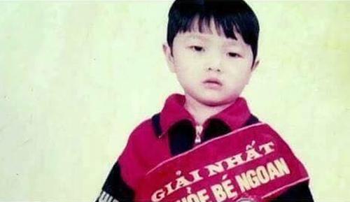 Xuân Trường sinh năm 1995 tại Tuyên Quang. Từ bé anh chàng đã bụ bẫm, đáng yêu như thế này đây. Xuân Trường còn mạnh dạn tham gia Bé khỏe bé ngoan từ thời còn học mẫu giáo.