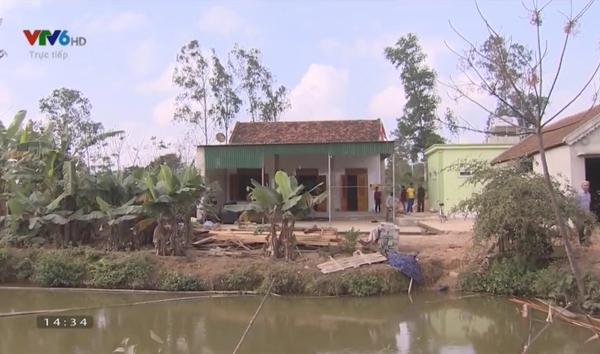 …gia đình Mạnh quyết tâm xây căn nhà mới để có chỗ che nắng che mưa, cách nhà cũ vài trăm mét.