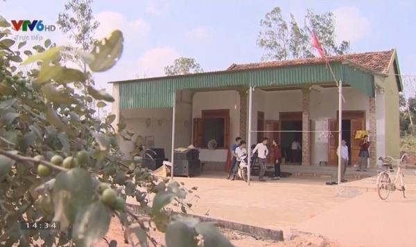 Nhà mới 40 mét vuông được xây dựng nhờ tiền đi vay và làng xóm vun vén giúp đỡ. Xuân Mạnh không góp tiền được nhiều cho cha mẹ vì lương ở CLB SLNA không cao.