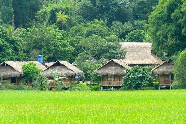 Nếp nhà sàn yên ả ở Mai Châu