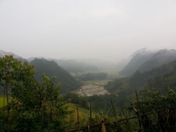 Trên đỉnh Bắc Sơn nhìn xuống Lũng Vân