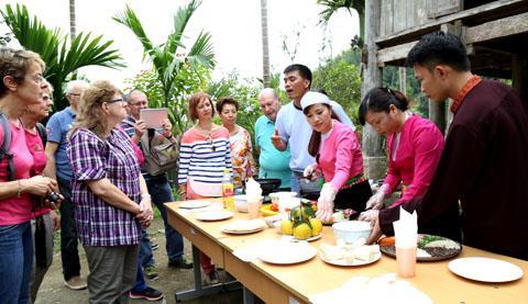 Giới thiệu món ăn đặc trưng tới du khách