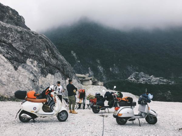 Đèo Thung Khe được bao phủ bởi một màn sương trắng vô cùng mờ ảo. (Nguồn: pystravel.vn)
