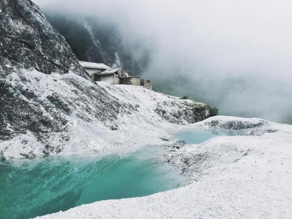 Nếu bạn luôn mơ mộng về những ngọn đồi Bắc Âu thì đèo Đá Trắng chính là nơi hiện thực hóa ước mơ của bạn. (Nguồn: we25)