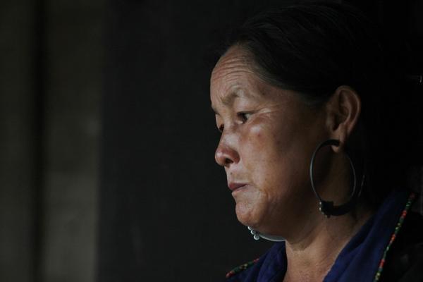 Bà Sùng Thị Cở đau buồn chờ tin con trai mất tích