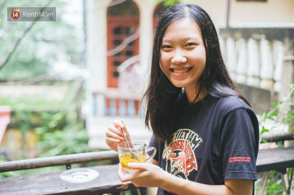 Phạm Hà Vi, nữ sinh có nụ cười tươi tắn, đã chinh phục Ban tuyển sinh trường Thế giới Liên kết UWC South East Asia (Singapore) nhờ bài luận về cái lườm nguýt của người lớn dành cho con trẻ.