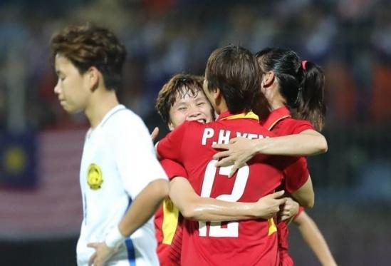 Niềm vui của các cầu thủ tuyển nữ Việt Nam khi vượt qua Malaysia với tỷ số 6-0 để đoạt HCV SEA Games 29.