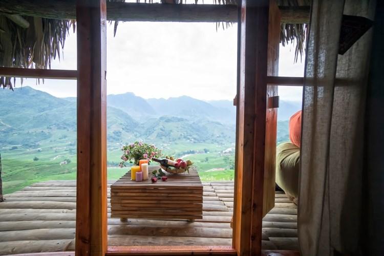 Các bungalow ở đây đều được thiết kế với những vật liệu gần gũi với thiên nhiên như gỗ, tre, mái lá… Ảnh: Ecopalmshouse.