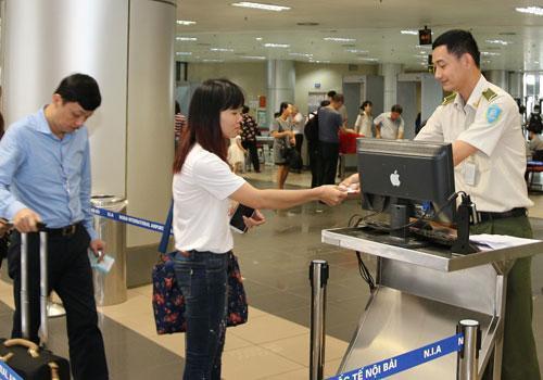 Hành khách cần có giấy tờ tùy thân khi đi máy bay. Ảnh minh họa: Xuân Hoa
