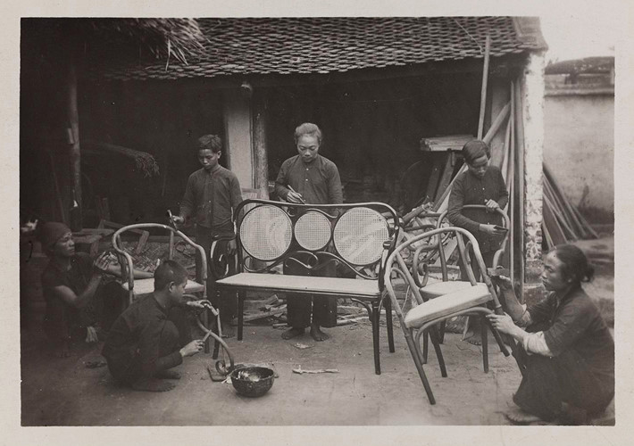 Xưởng sản xuất ghế gỗ ở Tràng Liệt, Từ Sơn, Bắc Ninh. Ảnh: Paris.fr.