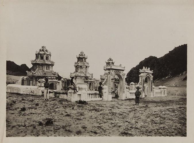 Khu tháp mộ của các nhà sư ở ngoại vi Đà Nẵng. Ảnh: Paris.fr.