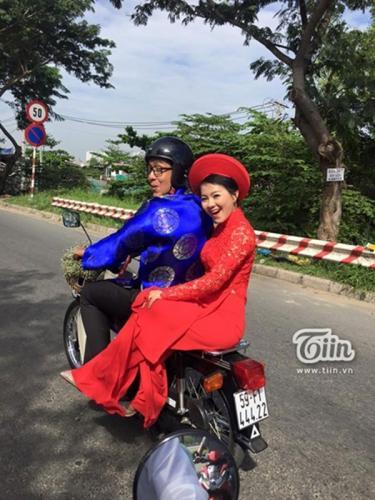 Cùng là rước dâu bằng xe cub, nhưng lễ rước dâu của chú rể Minh Toàn và cô dâu Thanh Hiền lại mang một ý nghĩa khác hẳn. Sở dĩ họ chọn xe cub làm phương tiện đưa dâu là bởi hai người bén duyên nhờ việc cùng tham gia một hội nhóm mang tên Vietnam Cub Club tại Sài Gòn. Chọn xe cub là phương tiện đưa dâu, cả hai làm đúng y như slogan của hội: