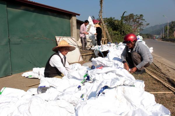 Cộng đoàn nhà dòng mến Thánh Giá Hòa Bình tổ 21- 22 phường Đồng Tiến (TP Hòa Bình) trang trí nhà cửa.
